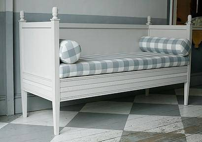 Build-wooden-swedish-bench-download-woodworkingplans